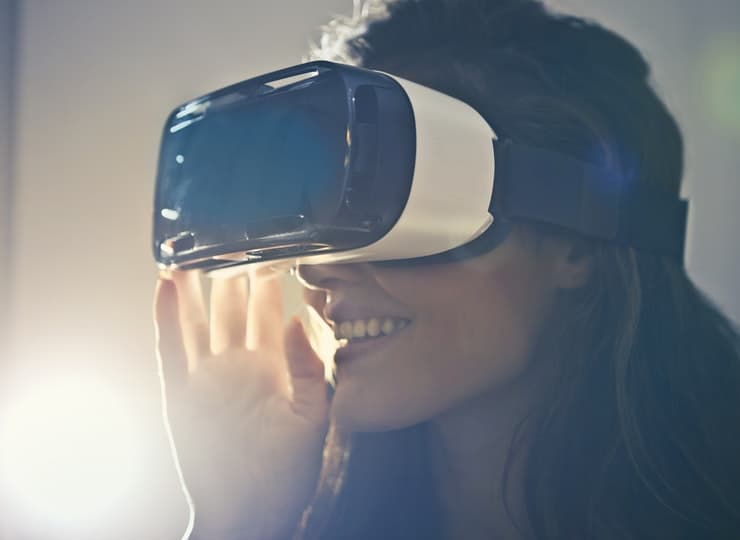 Virtual Reality / Augmented Reality Products Disrupting the Art World